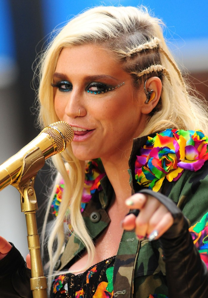 kesha-performing-thanksgiving-concert-on-today-show-02