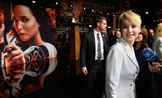 Jennifer-Lawrence--The-Hunger-Games--Catching-Fire-Premiere--05-560x342