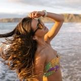 femme-plage-lunette-soleil
